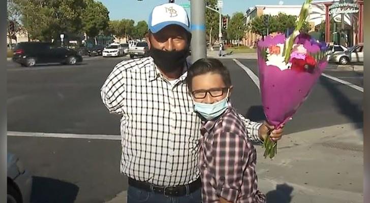 Un niño de 9 años ve a un vendedor de flores con un solo brazo y lo ayuda recaudando más de 20 mil dólares