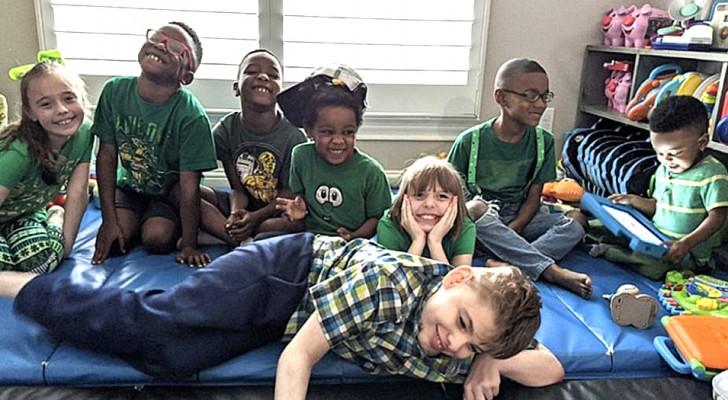 Una coppia adotta 5 fratellini per riunirli e farli crescere insieme ai loro figli biologici