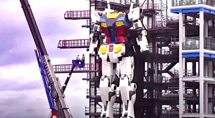 Japon, un robot colossal