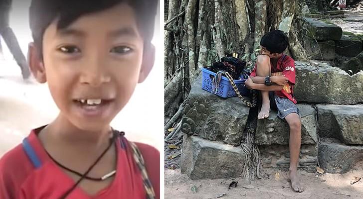 Este menino aprendeu 12 idiomas vendendo souvenir para turistas: agora estuda para ter um futuro melhor