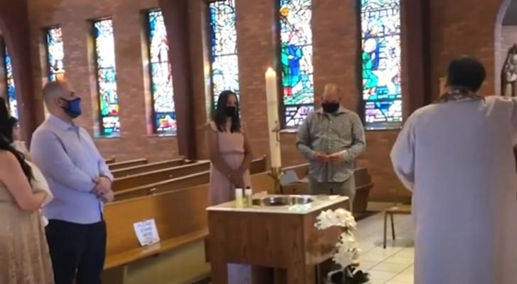 Un cura echa a un niño autista fuera de la iglesia durante un bautismo porque