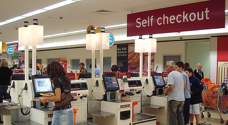 More and more people refuse to use the automatic checkout machines to pay: