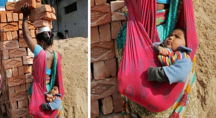 En mamma bär 3 tegelstenar på sitt huvud samtidigt som hon bär sin son på bara några månader, en bild som tar andan ur en