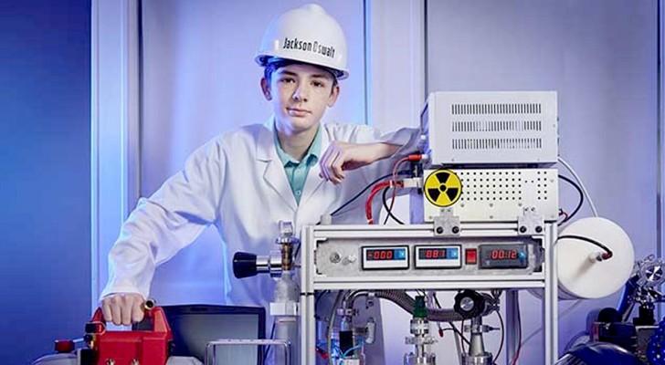 Im Alter von 12 Jahren baute er zu Hause einen Kernfusionsreaktor und trat ins Guinness-Buch der Rekorde ein