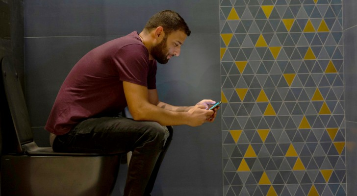 5 gute Gründe, Ihr Smartphone nicht mehr auf der Toilette zu benutzen