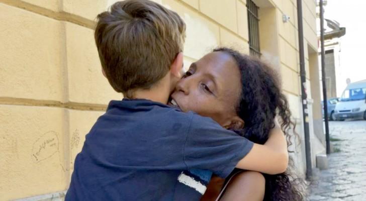 Fugge dall'Africa in cerca di un futuro migliore e diventa la prima donna straniera ad adottare un bimbo italiano