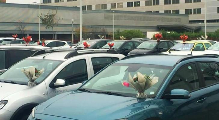 Une fleuriste décore les voitures des médecins et des infirmières avec les fleurs invendues de son activité, fermée à cause du Covid-19