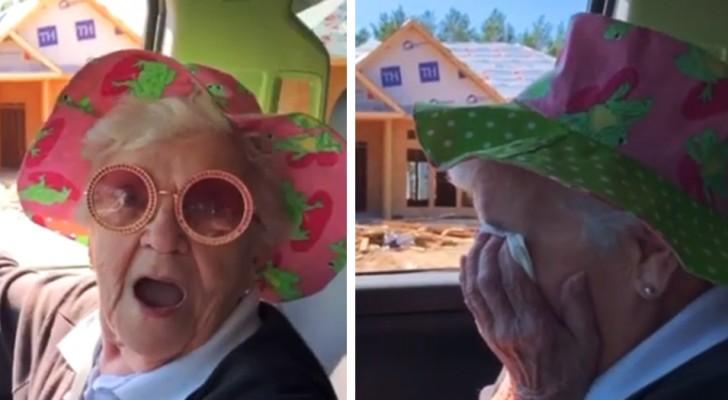 El nieto le dice a la abuela que irán a vivir juntos a una casa nueva y ella estalla en lágrimas de felicidad