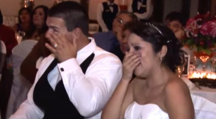 Alle gasten huilen bij de verassing van deze vader op het huwelijk van zijn dochter