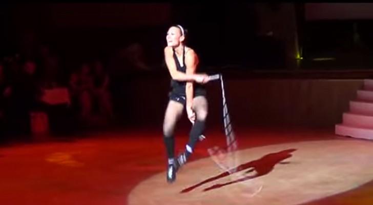 Non crederete ai vostri occhi vedendo ciò che riesce a fare Adrienn con la corda