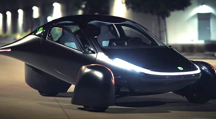 Quest'auto si ricarica col sole: può fare fino a 1600 km con un