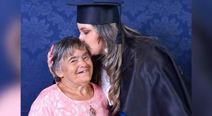 Ze viert haar afstuderen met haar moeder met het syndroom van Down: een klap in het gezicht van vooroordelen en laster