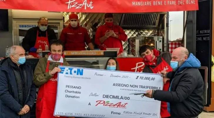 Paga dos pizzas 10.000 dólares: el regalo de Navidad de un emprendedor a un local de chicos discapacitados