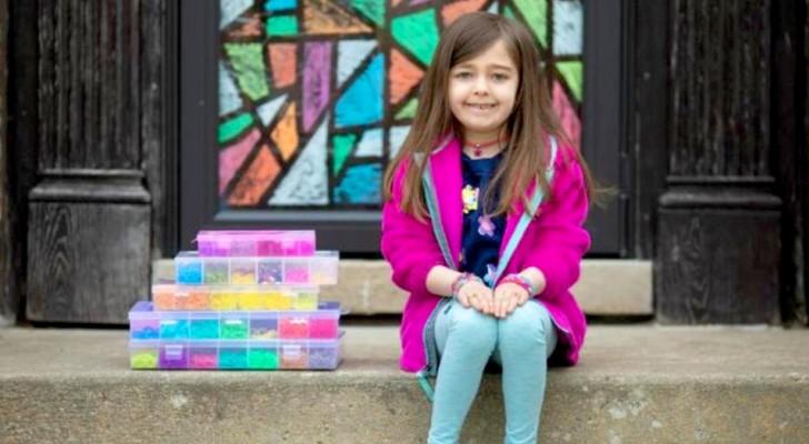 Aos 7 anos, ela cria pulseiras coloridas e arrecada 20.000 dólares para comprar luvas e máscaras para um hospital