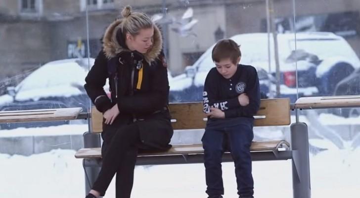 Ein Kind friert auf der Straße: So reagieren die Passanten...
