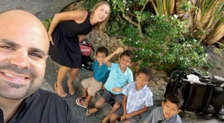 Una pareja adopta a cuatro hermanos para que finalmente vivan todos bajo el mismo techo