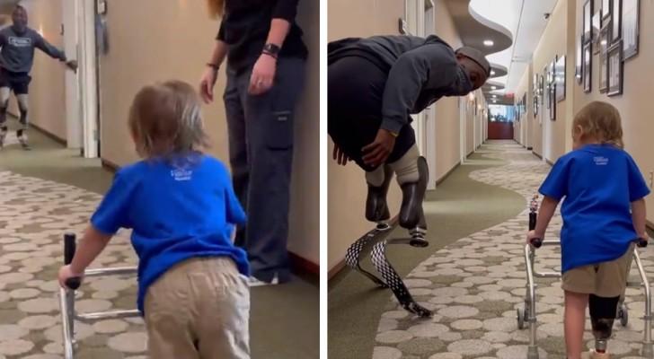 Een tweejarig kind zet zijn eerste stapjes met prothesen: de Paralympisch kampioen moedigt hem aan
