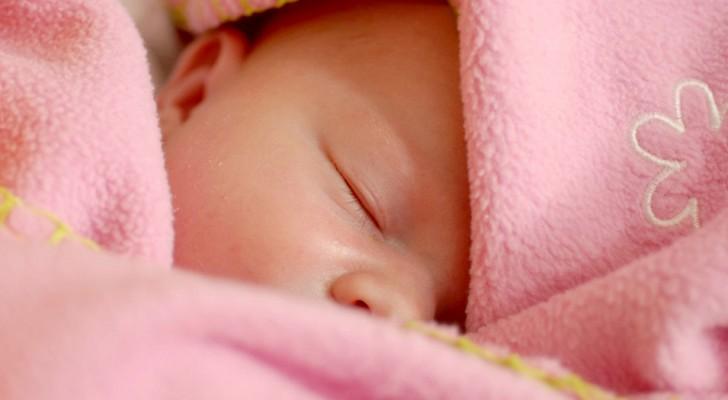 Een moeder wil alleen neutrale kleding voor haar dochter: de schoonmoeder koopt allemaal roze jurkjes voor haar