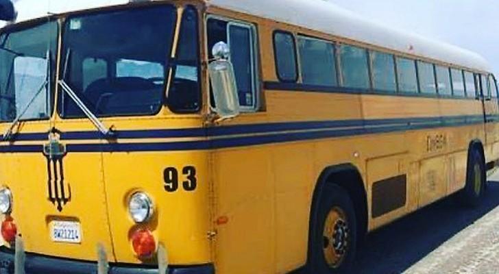 Deux femmes achètent un vieux bus scolaire et le transforment en une maison confortable tout équipée