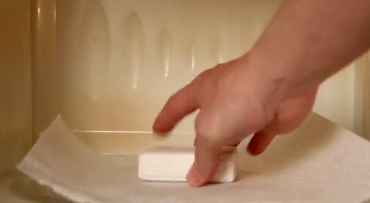 Pone un jabon de baño en el microondas. El resultado es sorprendente
