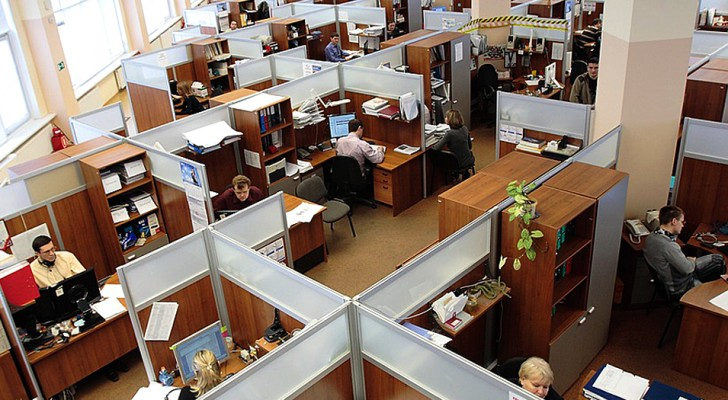 apanische Mitarbeiter verlassen das Büro 2 Minuten zu früh: bestraft mit Gehaltskürzung