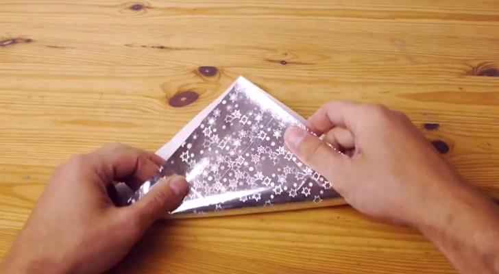Het begint met het vouwen van het inpakpapier, maar wat hij uiteindelijk maakt zal u verrassen!