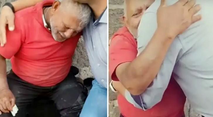 Straatverkoper barst in tranen uit als een jongen al het snoep van hem koopt dat hij verkoopt