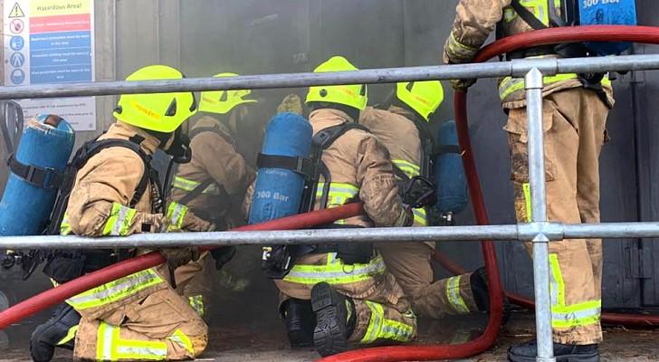 Un pompier licencié pour avoir insulté un collègue homosexuel reçoit une indemnité de 14 000 euros