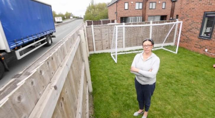 """""""Ich bin nicht dumm"""": Sie kauft ein Haus neben einer vielbefahrenen Straße und beschwert sich über zu viel Lärm von den Autos"""