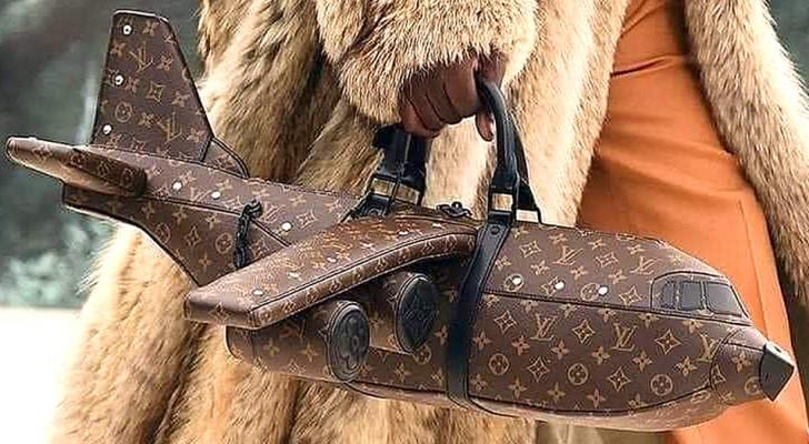 Louis Vuitton presenta una borsa a forma di aereo che costa più di un aereo vero