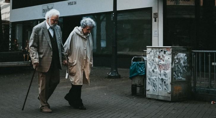 Una coppia di anziani affetta da demenza fugge dalla casa di cura utilizzando il codice Morse