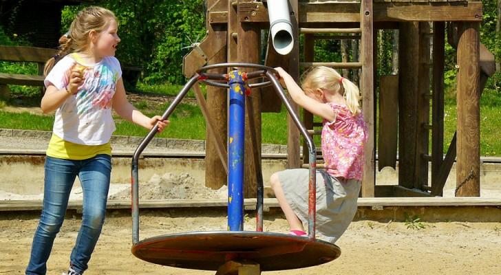 I bambini fanno troppo rumore!: parco giochi smantellato perché causava inquinamento acustico