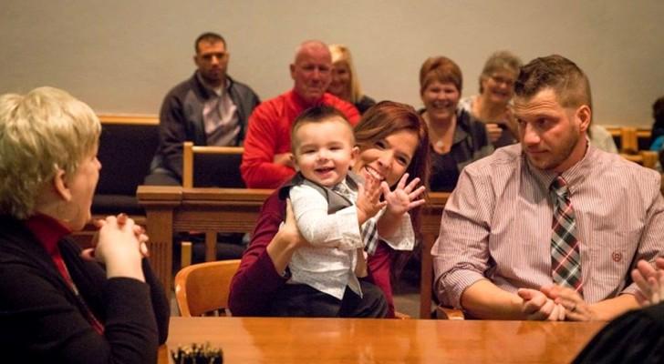 Il bambino urla Papà durante la sentenza di adozione: la parola che il giudice aspettava di sentire
