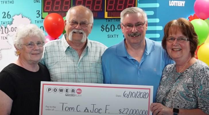 Il gagne 22 millions de dollars à la loterie et les partage avec son meilleur ami : 30 ans plus tôt, ils s'étaient fait une promesse
