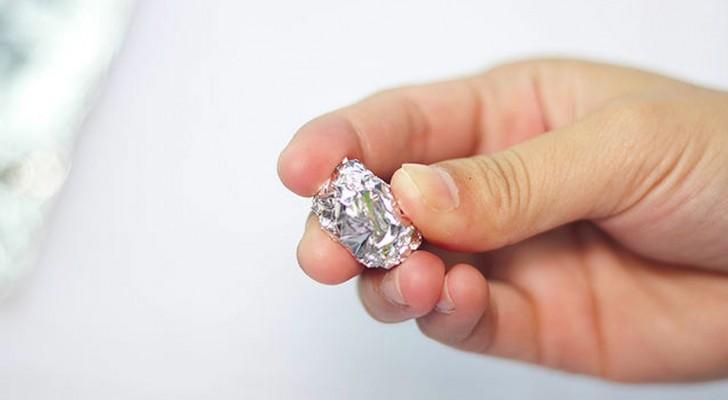 Cosa si può fare con una pallina di alluminio? Scoprite questi 5 trucchi utilissimi!