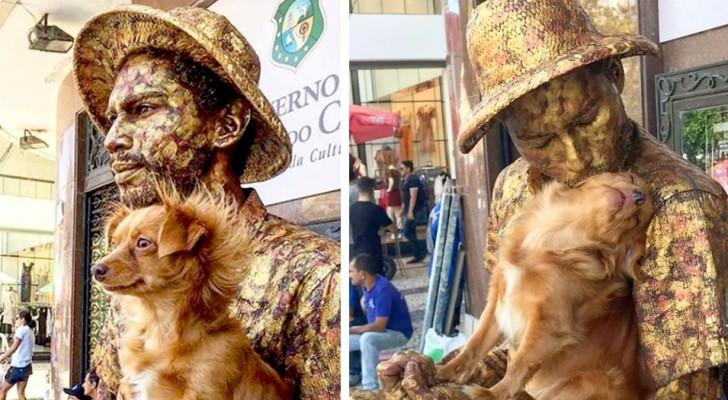 Perro permanece inmóvil como una estatua junto al dueño artista callejero: ahora son verdaderas estrellas