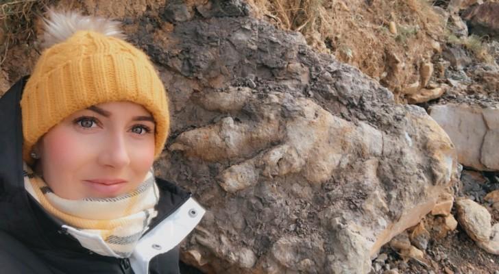 Une femme part à la recherche de crustacés et découvre la plus grande empreinte de dinosaure jamais vue
