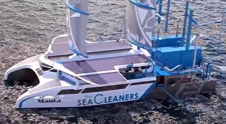 Questo enorme catamarano si nutre con i rifiuti plastici mentre ripulisce gli oceani