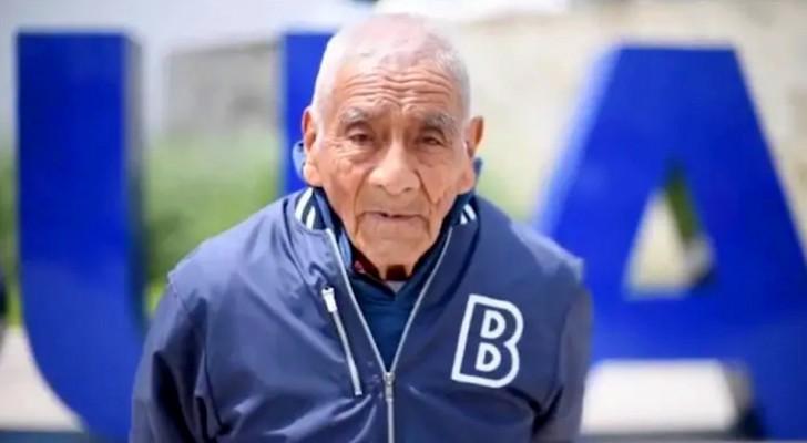 Hij is 84 jaar en zojuist cum laude afgestudeerd: