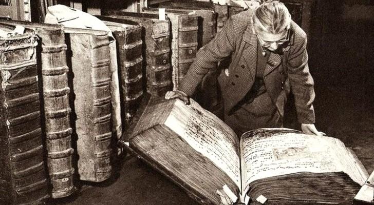 L'enigma dei libri giganti al Castello di Praga: una foto reale o dalle origini segrete?