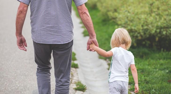 Opa gaat naar de crèche om zijn kleindochter op te halen, maar neemt de verkeerde mee