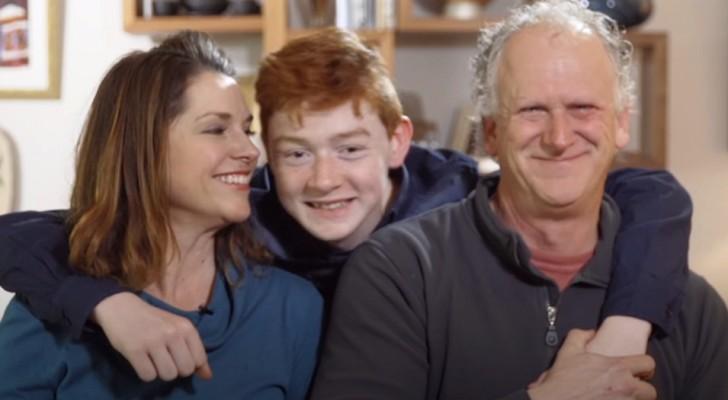 Este menino de 11 anos foi rejeitado por 15 famílias diferentes, mas agora finalmente encontrou uma família de verdade