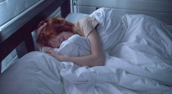 Perché abbiamo bisogno di dormire con una coperta addosso anche quando fa caldo?