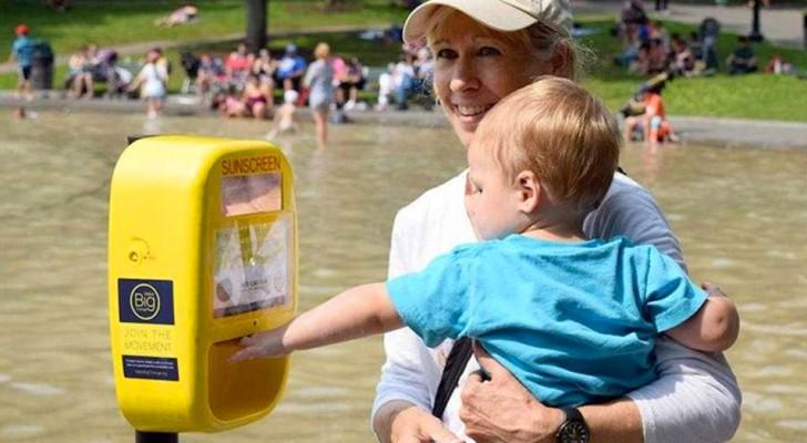 Dispensadores automáticos de protectores solares en las playas: así se combaten el cáncer de piel