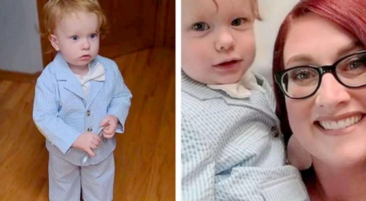 Moeder neemt haar eenjarige zoon mee naar het sollicitatiegesprek en kleedt hem aan met een elegant jasje en vlinderdas