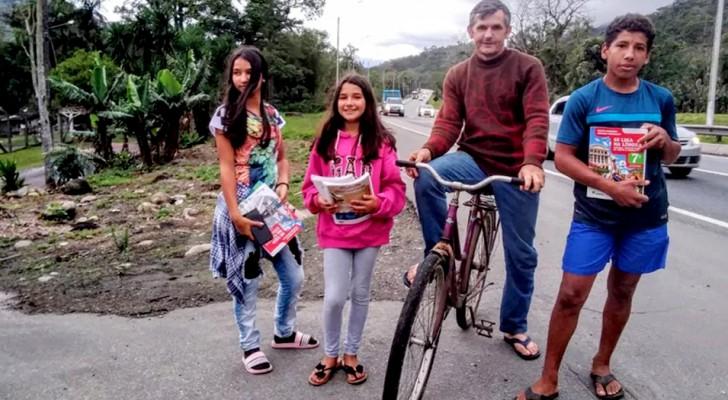 Padre soltero pedalea 28 kilómetros todos los días para permitirle a los hijos hacer las tareas escolares