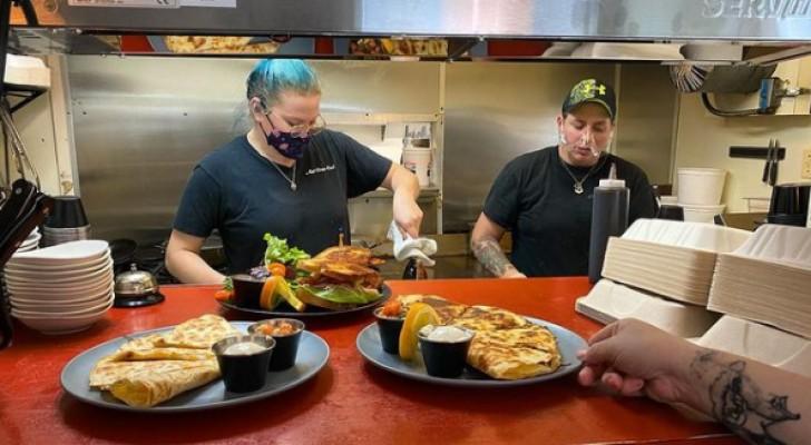 Kunden beleidigen Mitarbeiter: Restaurant schließt, um einen Tag der Freundlichkeit zu feiern
