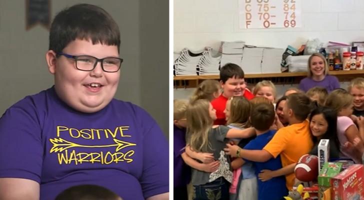 Bimbo di 8 anni perde tutti i suoi giocattoli in un incendio: i suoi compagni di classe gliene regalano dei nuovi