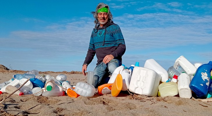 Ha percorso per mesi la spiaggia della sua terra ed ha raccolto da solo oltre 425 kg di rifiuti