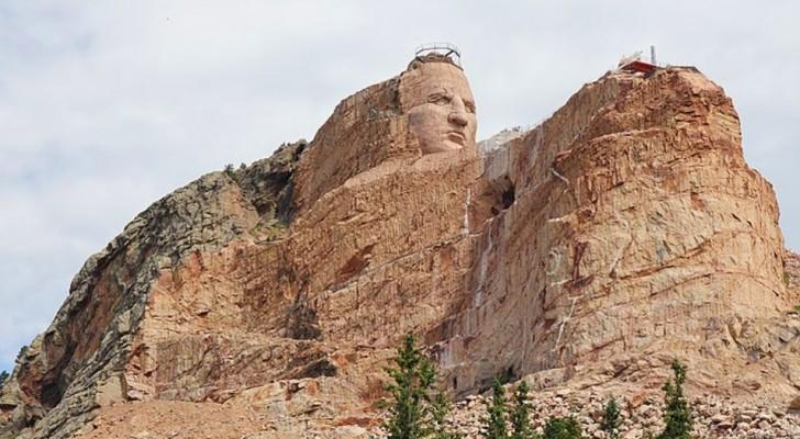Ce monument, l'un des plus grands du monde, est en construction depuis plus de 70 ans